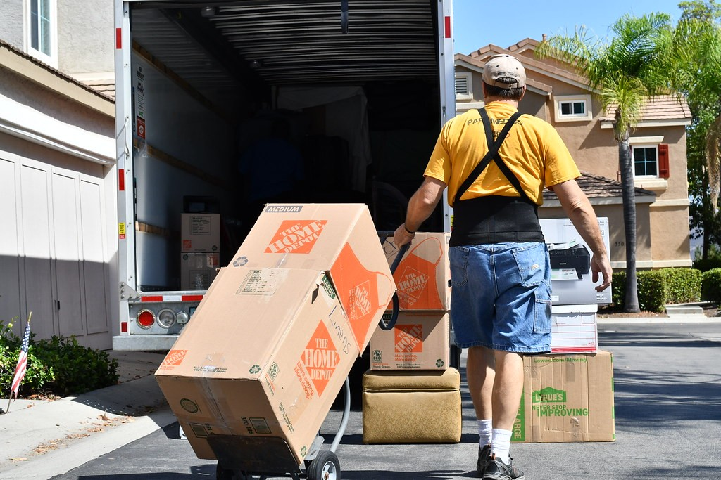 Moving Me | PROFESSIONAL MOVERS