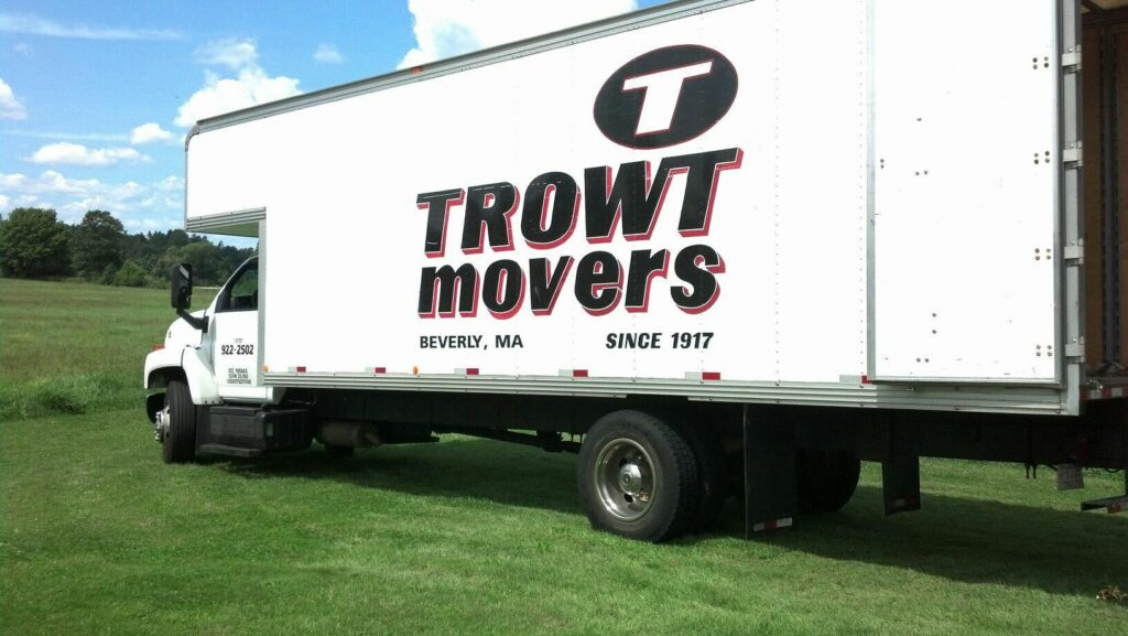 Trowt Movers logo